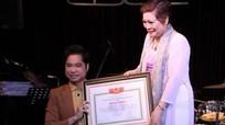 Hủy bỏ danh hiệu Giáo sư âm nhạc trong bằng khen đã trao cho Ngọc Sơn