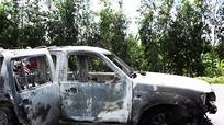 Ô tô giám đốc bị phóng hỏa, 3 người bỏng nặng