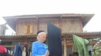 Xem người Thái Nghệ An hái lá, nhuộm vải