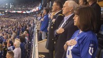 Tổng thống Trump tự hào khi 'phó tướng' bỏ về giữa trận bóng