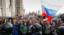Hàng ngàn người biểu tình ủng hộ phe đối lập dịp sinh nhật Putin