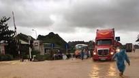 Nghệ An: Nhiều địa phương ngập sâu trong nước, giao thông ách tắc