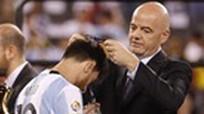 Chủ tịch FIFA: 'Messi vẫn phải vô địch World Cup'