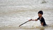 Thêm một học sinh ở Nghệ An bị lũ cuốn trôi