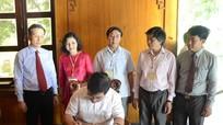 Đoàn đại biểu các Trường Chính trị dâng hoa tưởng niệm Chủ tịch Hồ Chí Minh