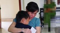 Xót xa nỗi lòng của những đứa con nhìn mẹ vướng vào vòng lao lý