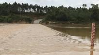 Cấm nhiều tuyến đường do mưa lũ