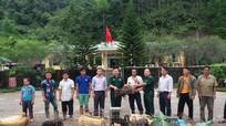 Kỳ Sơn: Trao 50 con lợn giống cho hộ nghèo vùng biên