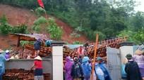 Nghệ An: Mưa lớn, nhà sàn tiền tỉ thành đống đổ nát