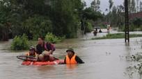 Bộ đội giúp dân khắc phục hậu quả mưa lụt
