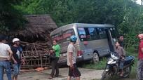 Xe khách mất lái, 30 hành khách may mắn thoát chết