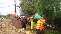 Hơn 500 người cứu đê sông Vinh