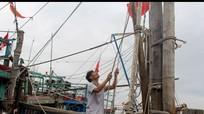 Tàu thuyền Nghệ An khẩn trương về trú tránh áp thấp