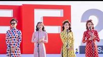 'Cô Ba Sài Gòn' khiến phụ nữ Hàn muốn thử áo dài Việt