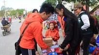 Sinh viên Nghệ bán hoa tươi gây quỹ từ thiện