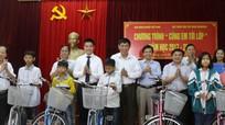Trao tặng 50 xe đạp cho học sinh nghèo Đô Lương