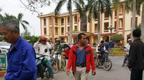 Chủ tịch huyện bỏ đối thoại với dân khi 'phát hiện' có báo chí