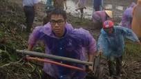 300 thanh niên Hưng Nguyên đội mưa làm sạch kênh mương