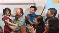 Thủ tướng Nguyễn Xuân Phúc 'vi hành' tìm hiểu đời sống công nhân