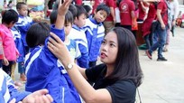 CLB Honda 67 Nghệ An tặng 230 áo ấm cho học sinh nghèo biên giới