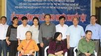 Trao tặng 17 xe lăn cho người khuyết tật và trẻ mồ côi ở Con Cuông