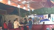 Nhiều người mất tiền triệu vì trò 'rút xăm trúng thưởng' tại hội chợ ở Con Cuông
