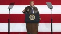 Ông Trump vừa đến Nhật Bản liền ca ngợi lòng dũng cảm của lính Mỹ