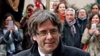 Cựu Thủ hiến Catalunya Carles Puigdemont ra đầu thú trước cảnh sát Bỉ