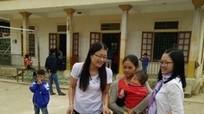 Trên 30 suất quà đến với phụ nữ, học sinh nghèo Kỳ Sơn