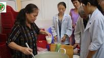 Sẻ chia yêu thương với bệnh nhân nghèo