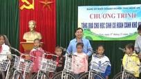 Đảng ủy Khối Doanh nghiệp tỉnh trao 35 xe đạp cho học sinh nghèo vùng cao