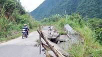 'Bẫy' nguy hiểm trên tuyến đường Mường Xén - Tây Sơn