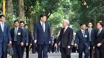 Tổng bí thư Nguyễn Phú Trọng đi dạo cùng Chủ tịch Tập Cận Bình