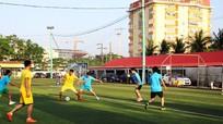 Giải bóng đá giáo viên ủng hộ người dân gặp khó khăn