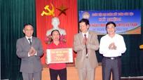Phó Bí thư Tỉnh ủy Nguyễn Văn Thông vui Ngày hội Đại đoàn kết ở thành phố Vinh