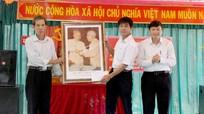 Đồng chí Lê Hồng Vinh dự ngày hội đoàn kết tại xã Lam Sơn, Đô Lương