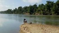 Người đàn ông mất tích bí ẩn, để lại xe máy trên sông