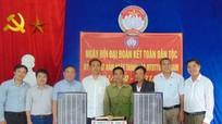 Văn phòng Tỉnh ủy tặng quà nhân Ngày Đại đoàn kết toàn dân tộc