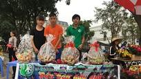 Nghệ An: Sinh viên bán quà 20 /11, gây quỹ từ thiện