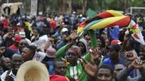 Hàng nghìn người biểu tình yêu cầu Tổng thống Zimbabwe từ chức