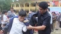 Trao 1000 áo ấm cho học sinh 2 xã khó khăn tại Con Cuông