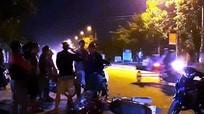 Va chạm xe máy ngược chiều lúc chập choạng, một phụ nữ bị thương nặng