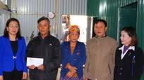 Ngân hàng Nhà nước chi nhánh Nghệ An tặng 200 triệu đồng cho các gia đình bị thiệt hại do mưa bão