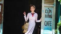 MC Quỳnh Chi mặc áo dài, chụp ảnh theo phong cách 'Cô Ba Sài Gòn'
