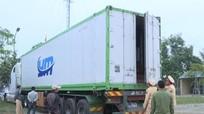 Bắt giữ ô tô container chở gần 20m3 gỗ lậu