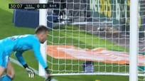 Messi bị tước bàn hợp lệ, Barca chia điểm với Valencia
