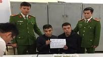 Cảnh sát đón lõng bắt 'xế hộp' vận chuyển 1.000 viên hồng phiến