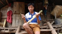 Xem người Thái chế nhạc cụ từ nứa và dây phanh xe đạp