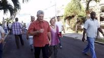 Leo lên bậc thang quyền lực từ chiếc xe đạp của Chủ tịch Cuba tương lai