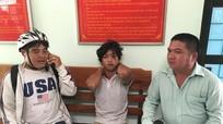 Nam thanh niên nghi ngáo đá đốt quán cà phê